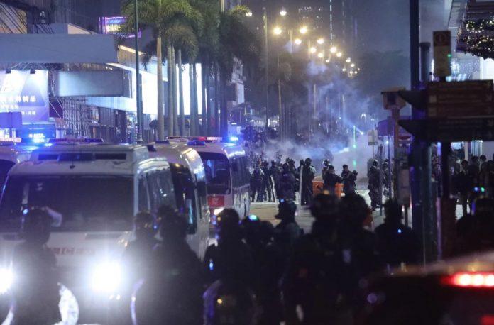 Накануне Рождества в Гонконге началась новая волна протестов