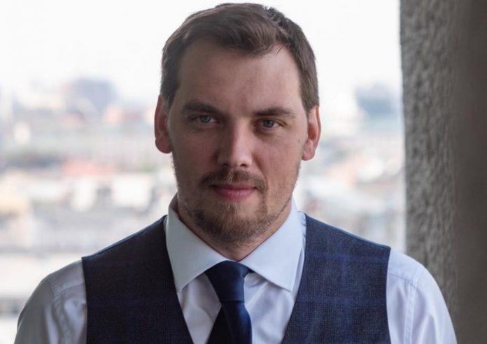 Алексей Гончарук прокомментировал ситуацию с зарплатами министров