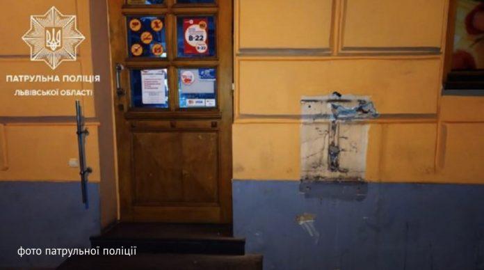 Во Львове задержали таксиста, который украл терминал