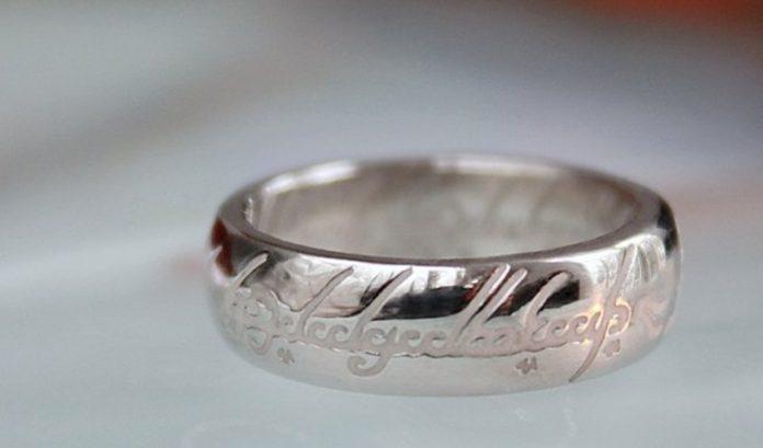 Британская полиция нашла кольцо из